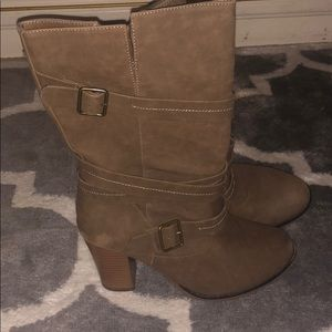 Women's healed boots